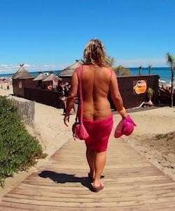 Nackt im FKK-Resort
